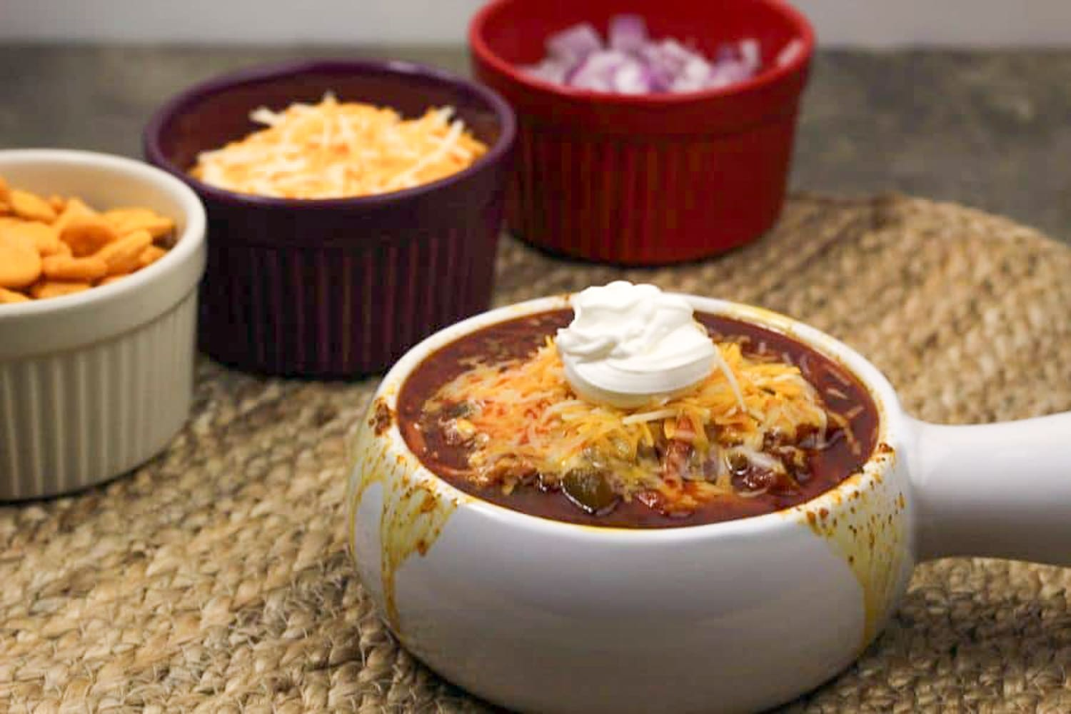 Instant Pot Chili is a must on your coldestdays, and maybe even for the ones that are not so cold! This is a great chili recipe and its quick and easy! #instantpot #chili #chilirecipes #instantpotchili