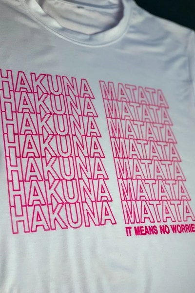 shirt that says hakuna matata made with cricut incredible ink pens
