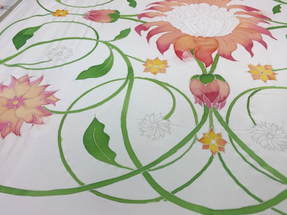 Colouring separate areas with silk inks