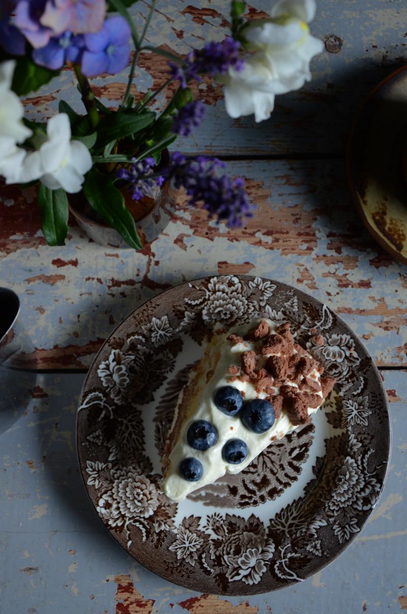 lagkage-m-banan-chokolademousse-blaabaer-foedselsdagskage-opskrift-by-blikfang-2