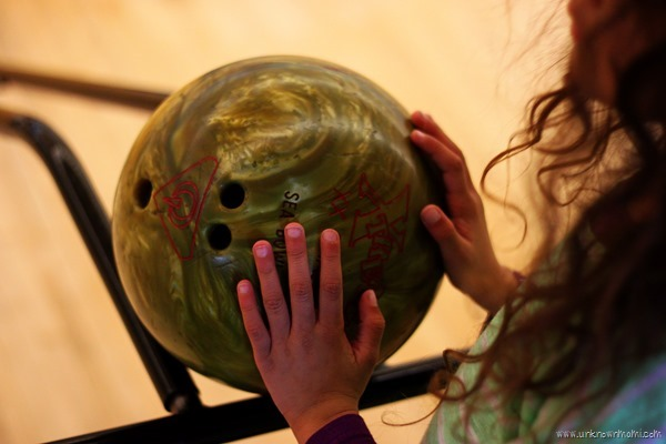 Kids bowl at Sea Bowl