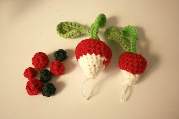 Rabanitos y moras realizadas en crochet | By Cousiñas