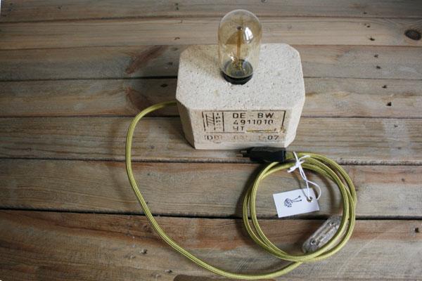 Lámpara de madera con cable de tela verde oliva | By Cousiñas