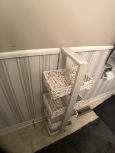 a picture of the guest bathroom before it gets a makeover
