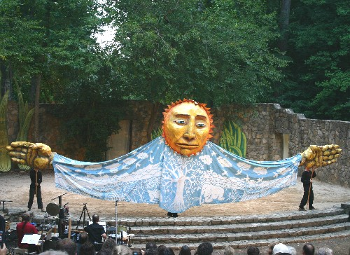 Mother Earth fills the stage in 2008