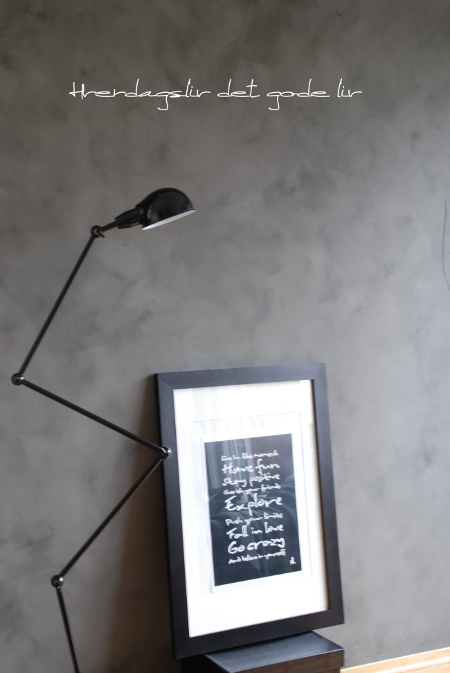 Kalkmaling på stueveggen, se resultatet