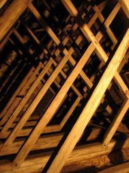 Långhusets kryssade takstolar är bland de finaste som bevarats från omrking 1200 i länet.