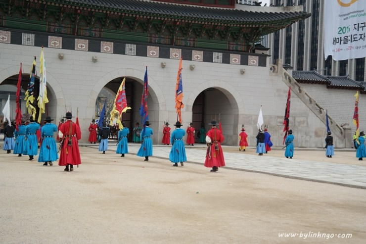 Changing of the Royal Guard at Gyeongbokgung