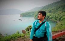 Abang merenung memikirkan dinda yang tertinggal di Tanjoeng Priok