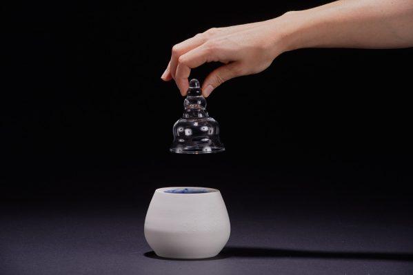 boite en céramique porcelaine et son couvercle en verre escargot