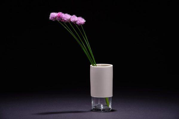 Vase en porcelaine et en verre