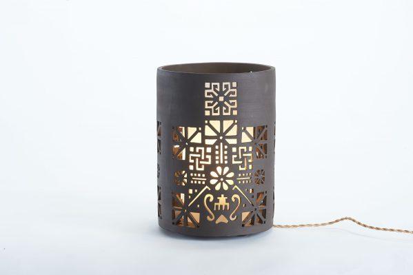 Photophore en céramique noire ajouré - Motif Delphes - By Manet