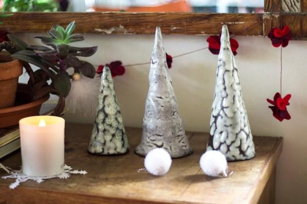sapin en céramique artisanale décoratif