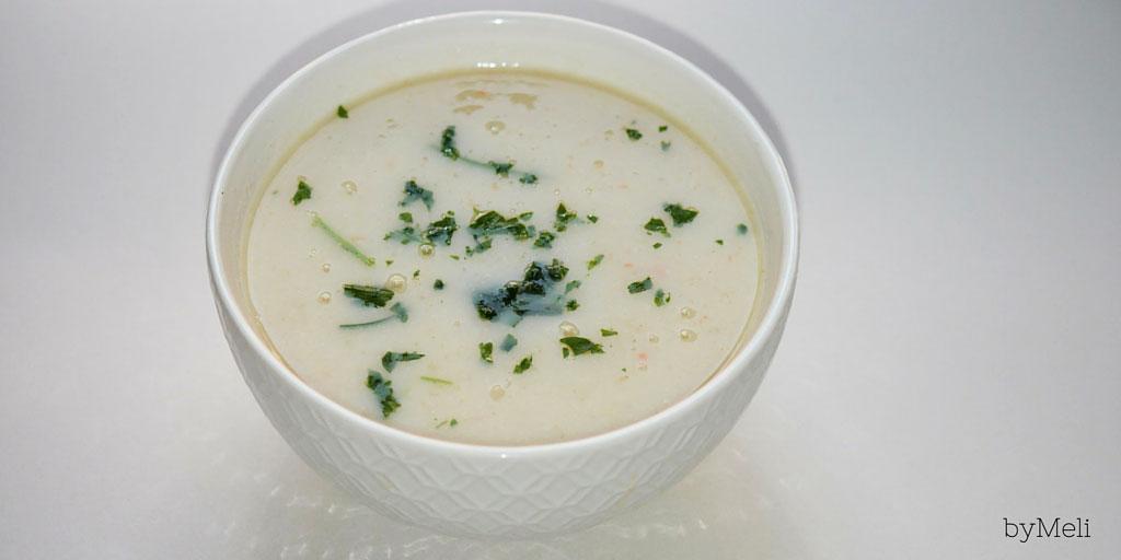 Zuppa di sedano rapa con prezzemolo