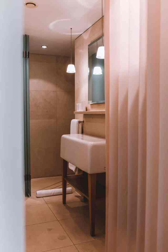 St Martins lane hotel room bathroom photos visitor photos review hotel review London hotel review st martins lane hotel review blog blogger review hotel reviewer stay at st martins lane visit west end Londons westendhotels best hotel London five star photographer byollieb Oliver Burton ollie b ollieb hotel stay st martins lane photos interior stay at the hotel how much Camila cabello celebrity hotspot blind spot speak easy cocktail bar hidden secret Asia de Cuba brunching brunch delicious buffet breakfast perfect ideal luxury boutique stay experience bloggers blog travelblogger travel instagrammer top instagram accounts best instagram accounts to follow who to follow blog