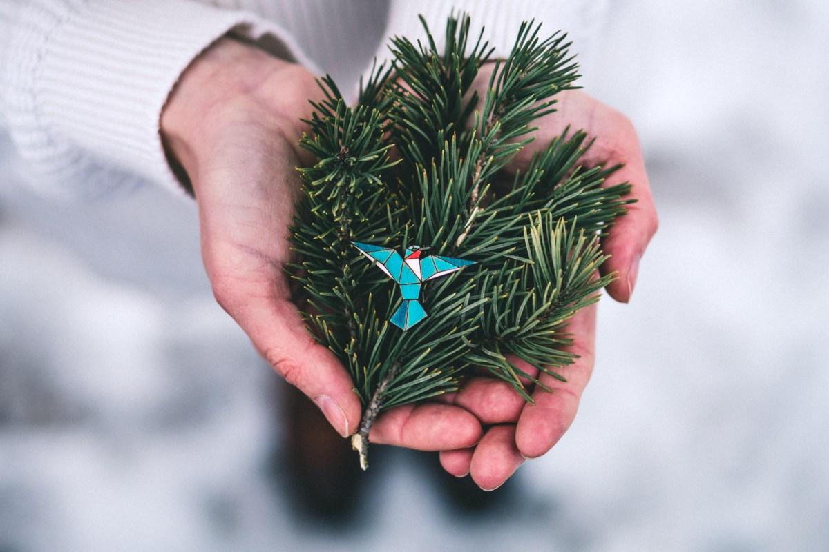 Dřevěná brož - Dear hummingbird Blue