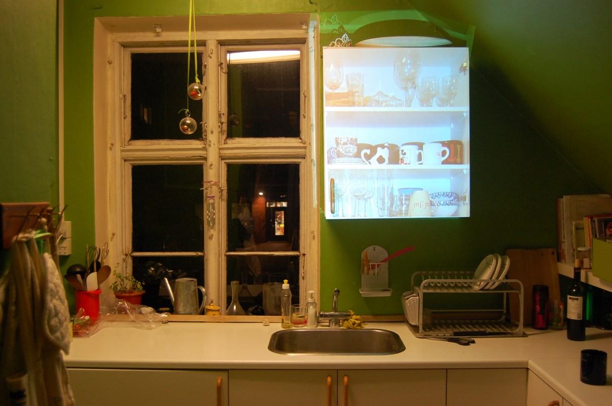 Home 2010 - indhold skab projekteret på skabslåge
