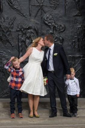 Maria og Kristians bryllup - foran kirken