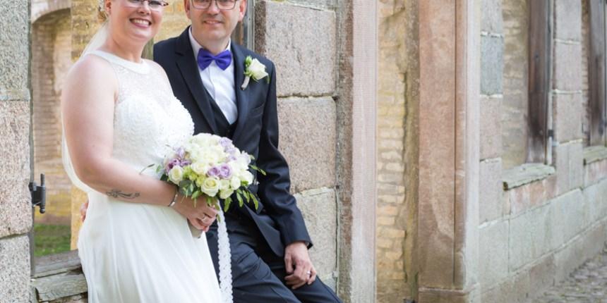 brudepar i slotsruinens vindue