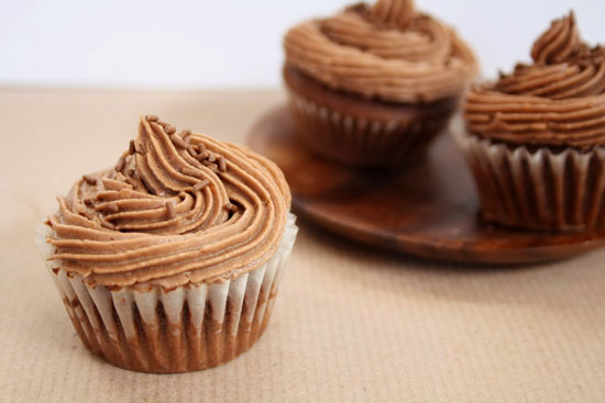Recipe - Baby chocolate cupcakes with Snickers butter cream