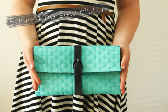 Create the easiest DIY no-sew clutch from a place mat and a thrifted belt @ By Wilma