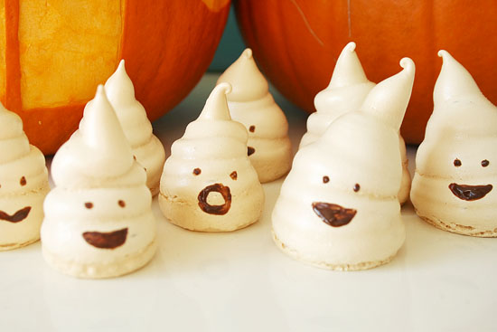 Recipe - Spooky Halloween candy. How cute are these little ghost meringues?