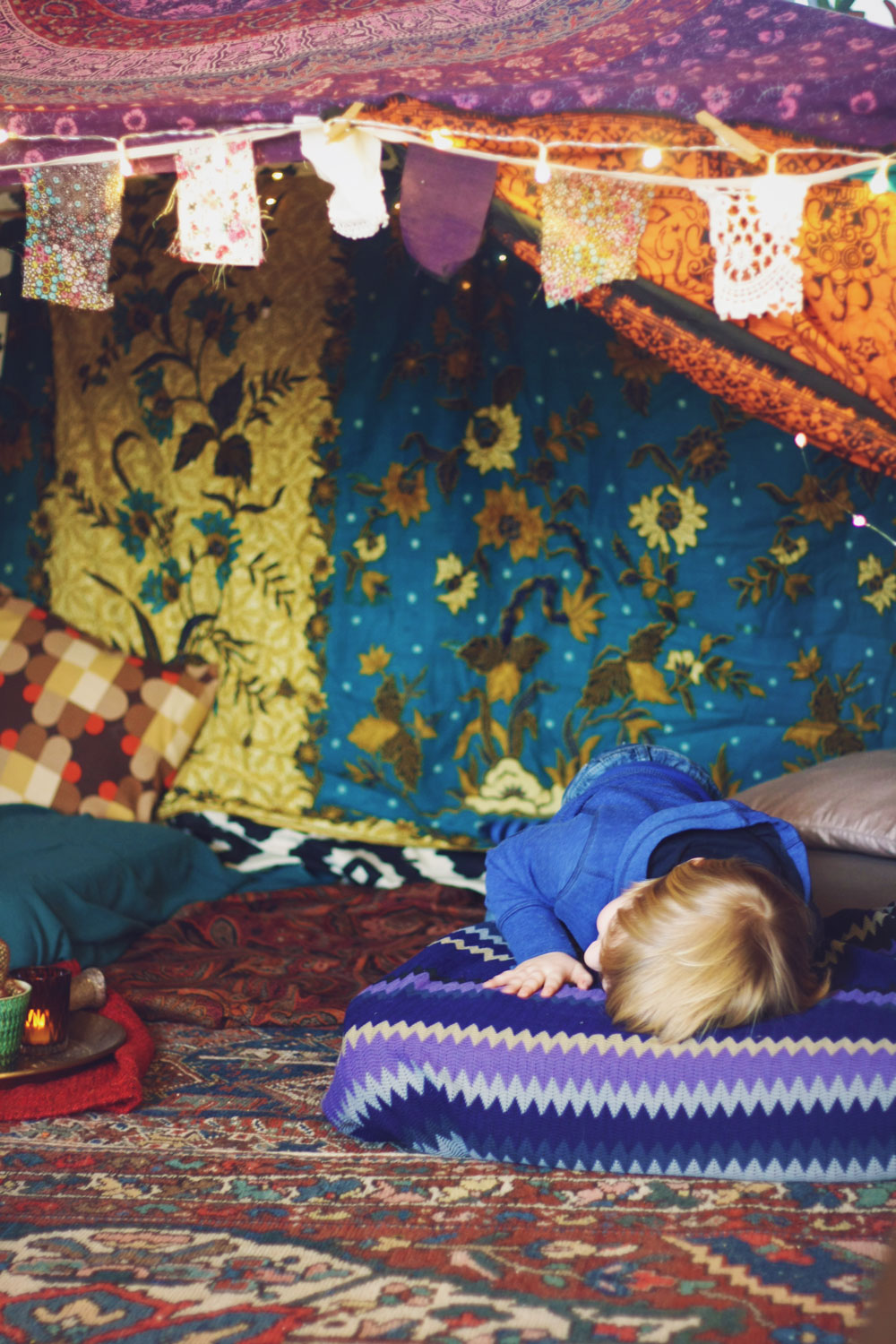 Bohemian blanket fort. A super pretty boho tent for adults! #DIY #blanketfort #tent #boho #bohemian