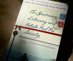 Tip tegen een dip. Romantisch oorlogsverhaal over WOII op kanaaleiland Guernsey
