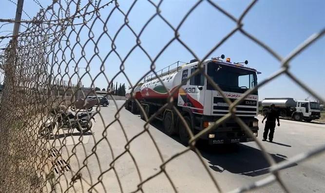 Fuel tanker arrives at Gaza's power plant
