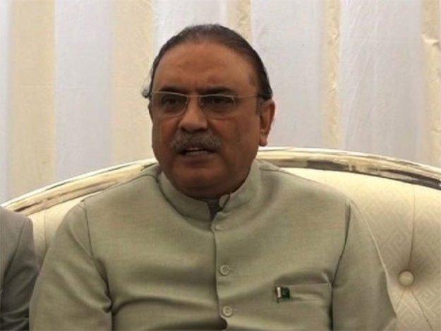 آصف زرداری نے قانونی و سیاسی رہنماؤں سے مشاورت کے بعد آج سپریم کورٹ میں پیش ہونے کا فیصلہ کیا . فوٹو : فائل