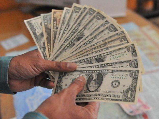 کمرشل بینکوں کے ذخائر 9 کروڑ 41 لاکھ ڈالر کمی سے 6 ارب 63 کروڑ 59 لاکھ ڈالر کی سطح پر ریکارڈ کیے گئے۔ فوٹو: سوشل میڈیا