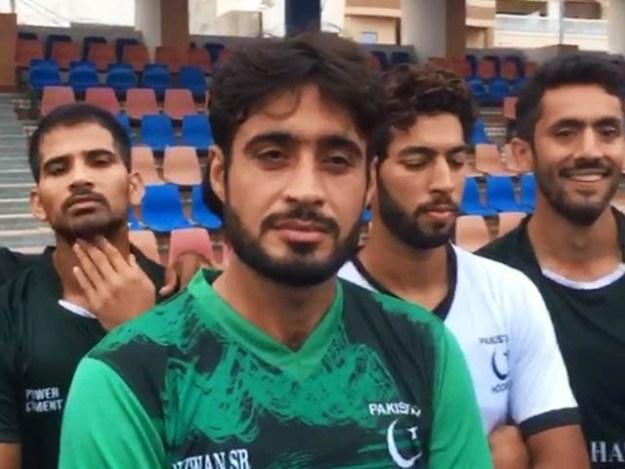 نائپ کپتان عماد شکیل بٹ بھی ایک میچ پر پابندی کی زد میں آ گئے ہیں.فوٹو: فائل