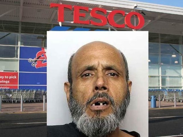 برطانیہ میں اللہ دتہ نامی شخص نے بینک سافٹ ویئر میں خرابی کے بعد ایک کروڑ روپے سے زائد کی قیمتی اشیا خریدیں (فوٹو: ڈیلی میل)
