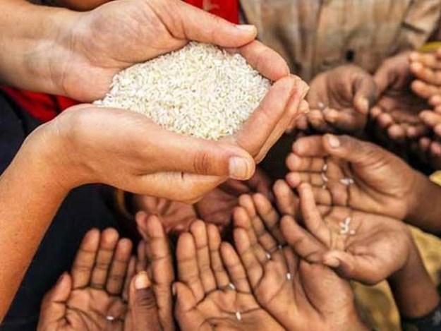 عالمی ماہرین نے دنیا بھر کے لوگوں میں غذائی عادات کی بڑے پیمانے پر تبدیلی پر زور دیا ہے (فوٹو: فائل)
