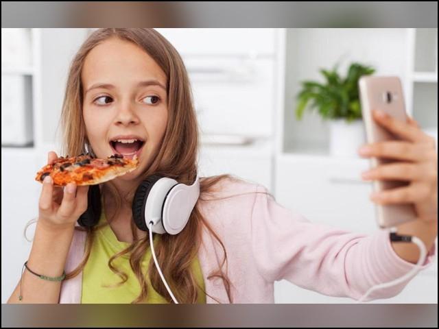 کیا سوشل میڈیا سے بچوں کا کھانا پینا بھی متاثر ہورہا ہے؟