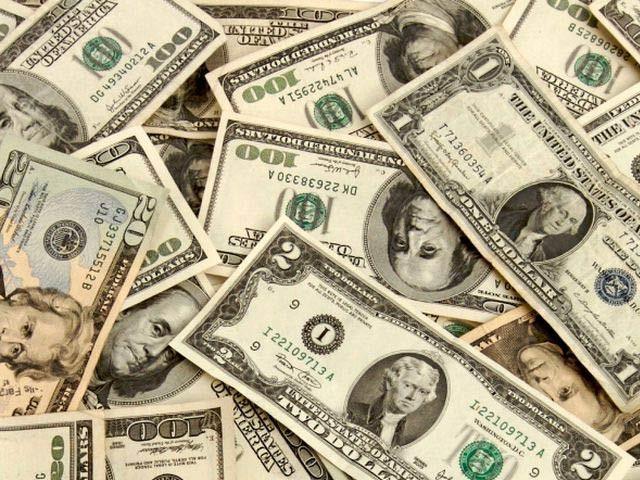 انٹربینک اور اوپن مارکیٹ میں ڈالر کی قدر گر گئی