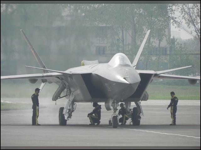 چینی لڑاکا طیاروں کو خطرناک لیزر ہتھیاروں سے مسلح کرنے کی تیاری