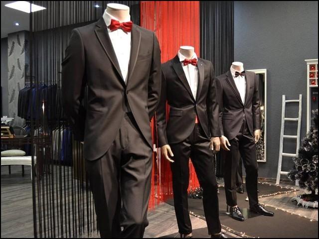 درزی کی دکان، جہاں لباس پہن کر چیک کرنے کی فیس 2600 روپے ہے!