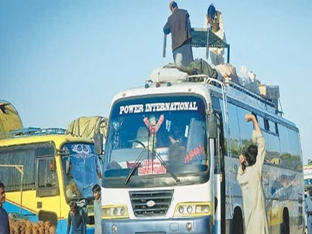 پٹرولیم مصنوعات کی قیمتوں میں اضافہ؛ پشاور کے ٹرانسپورٹرز نے کرایے بڑھا دیئے