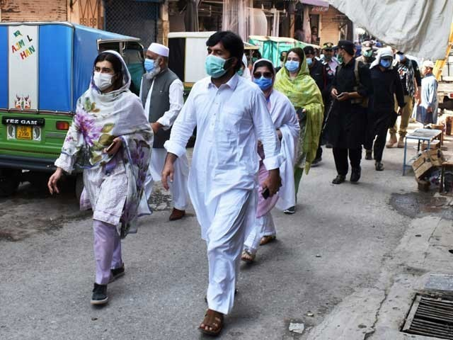 پشاور میں ضابطہ اخلاق کی خلاف ورزی پر اندرون شہر خواتین کا بازار سیل