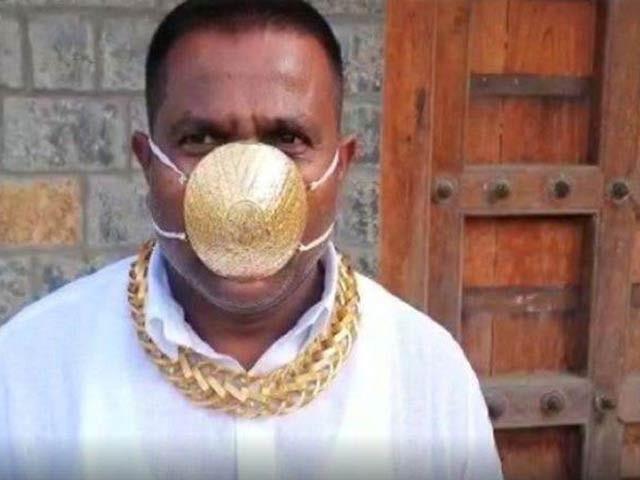 بھارتی شخص نے کورونا وائرس سے بچنے کےلیے سونے کا ماسک پہن لیا