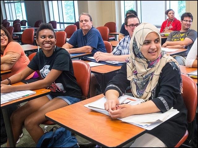 آن لائن کلاسز لینے والے تمام غیرملکی طالبعلم امریکا چھوڑ دیں، ٹرمپ انتظامیہ کا حکم