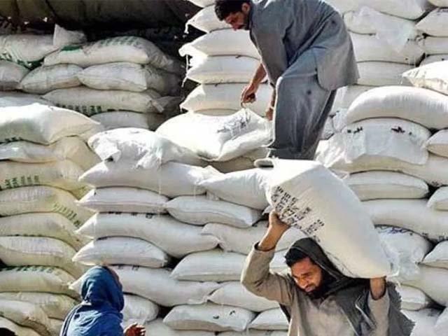 وزیراعظم کا آٹا بحران سے نمٹنے کیلئے سرکاری گندم فوری مارکیٹ میں لانے کا حکم