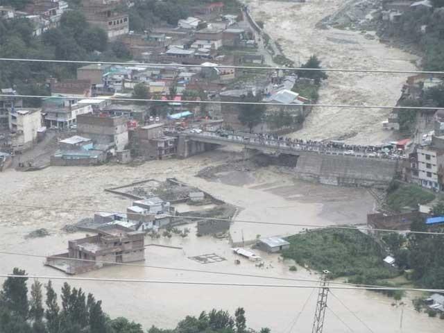 خیبرپختونخوا میں بارشوں کی وجہ سے مختلف حادثات میں جاں بحق افراد کی تعداد 28 ہوگئی