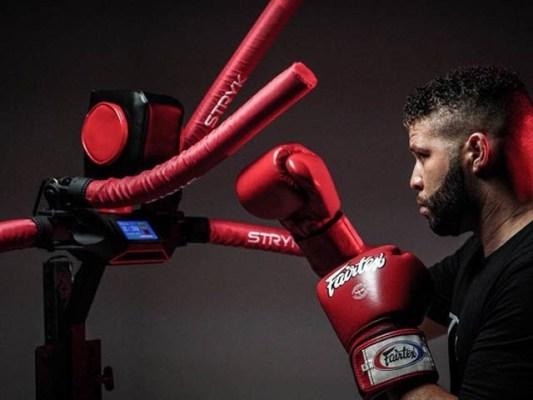 امریکی کک باکسر نے باکسنگ اور مارشل آرٹ سکیم والا والا روبوٹ تیار کیا ہے۔ فوٹو: نیو اٹلس