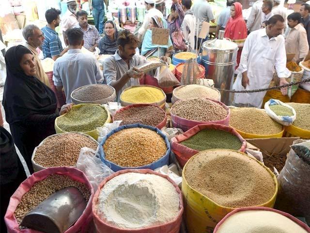 آٹا، چینی، گھی، تیل کی قیمت کو پر لگ گئے؛ دالیں اور چاول بھی مہنگے