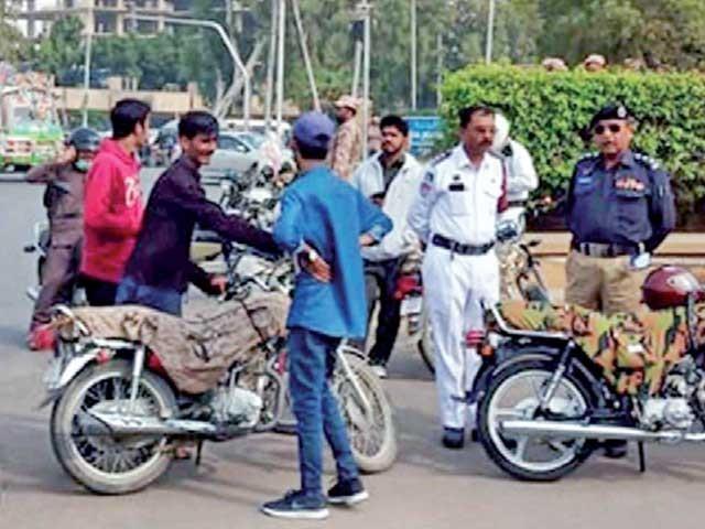 کراچی پولیس کا اوپن لیٹر پر چلنے والی گاڑیوں کے خلاف کارروائی کا اعلان