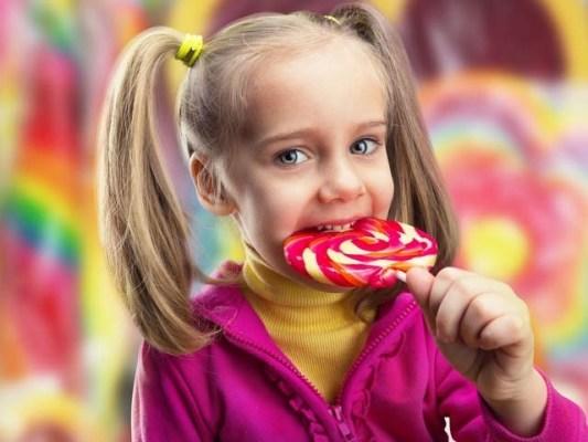 چینی کی غیرمعمولی  مقدار کھانے سے بچوں کی دماغی صلاحیت اور یادداشت متاثرہوسکتی ہے۔ فوٹو: فائل