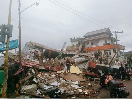 امدادی کاموں کے درمیان لاشیں ملنے کا سلسلہ جاری ہے، فوٹو: فائل