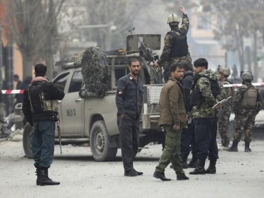 طالبان نے پہلے کار بم دھماکا کیا جس کے بعد سیکیورٹی فورسز سے جھڑپیں شروع ہوئیں، افغان میڈیا